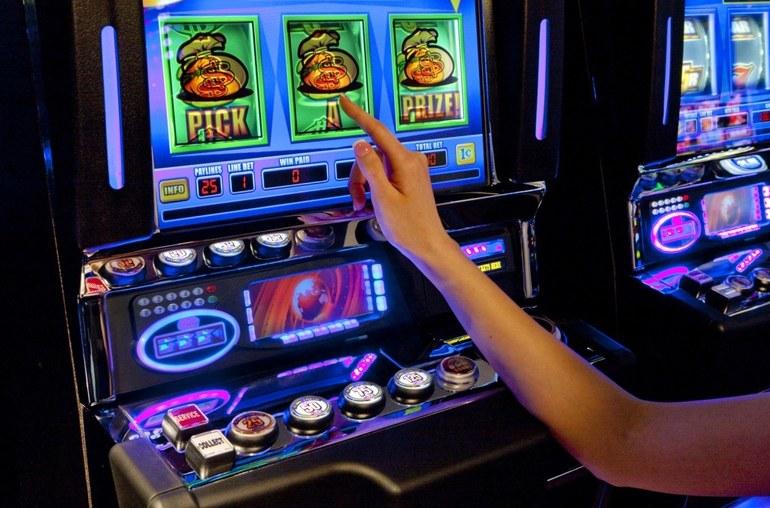 Как начать играть в автоматы на деньги в режиме онлайн