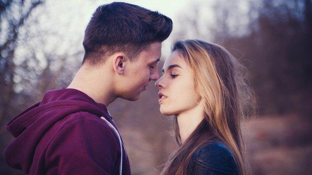 Восемь поводов почаще целоваться: какую пользу здоровью приносят поцелуи