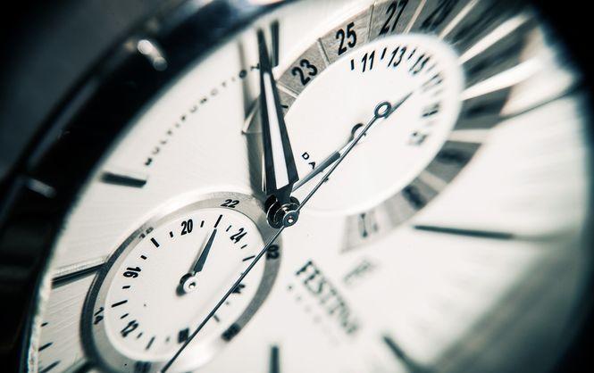 Как пережить перевод часов на зимнее время