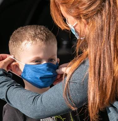 Кто чаще передает коронавирус. Новое исследованиеСюжет