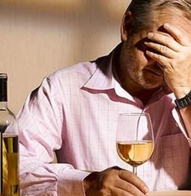 Как помочь алкоголику в семье