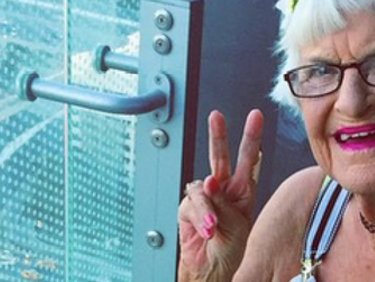 Ученые раскрыли самый необычный факт о долголетии женщин
