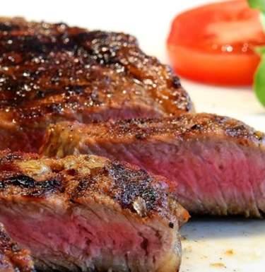 Любители стейков чаще умирают от рака и диабета – ученые