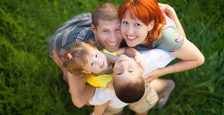 Счастливый ребенок: о пользе объятий