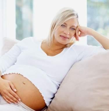 Медик пояснил, чем опасно позднее родительство