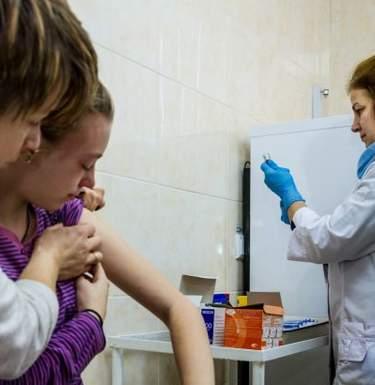 За сутки в Украине первой дозой вакцинировали почти 50 тысяч человек