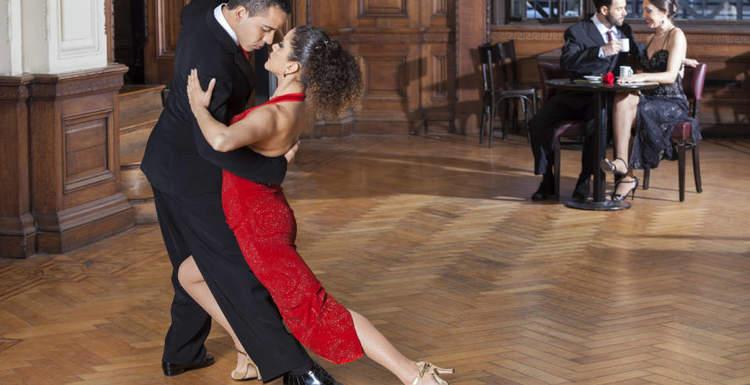Какую одежду выбрать для бальных танцев?